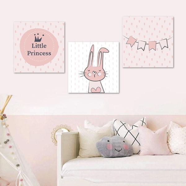 habitación de niña decorada con cuadros rosados